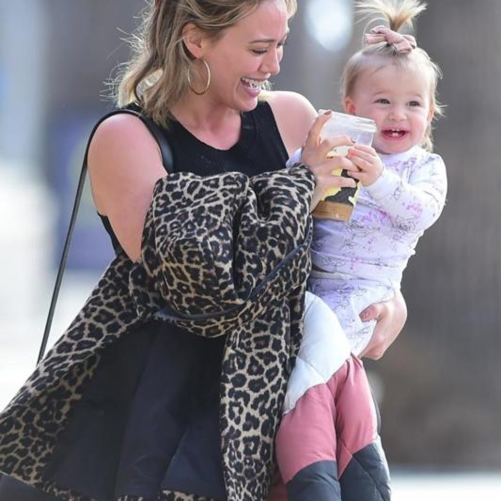 1069972-hilary-duff-and-matthew-koma-outside-joans-on-third-in-s